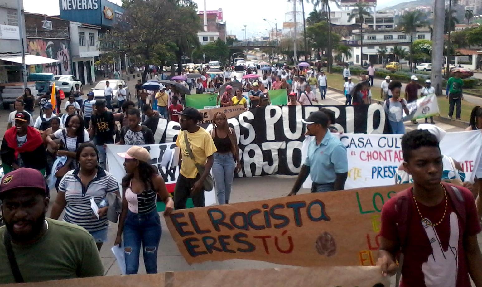 La marcha contra el racismo a su paso por la calle 5a