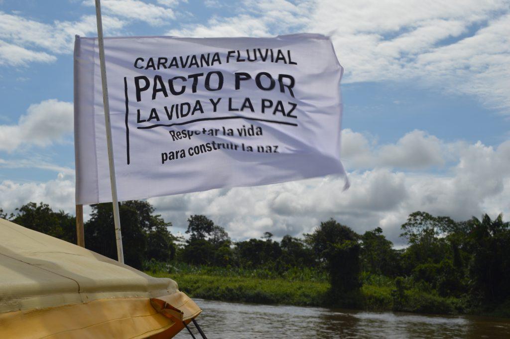 Bandera de la Caravana Fluvial a favor del Pacto por la Vida y por la Paz