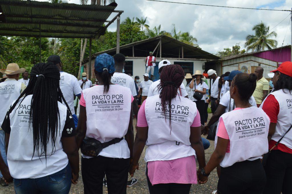 Mujeres de la Caravana en una de las reuniones en las comunidades visitadas
